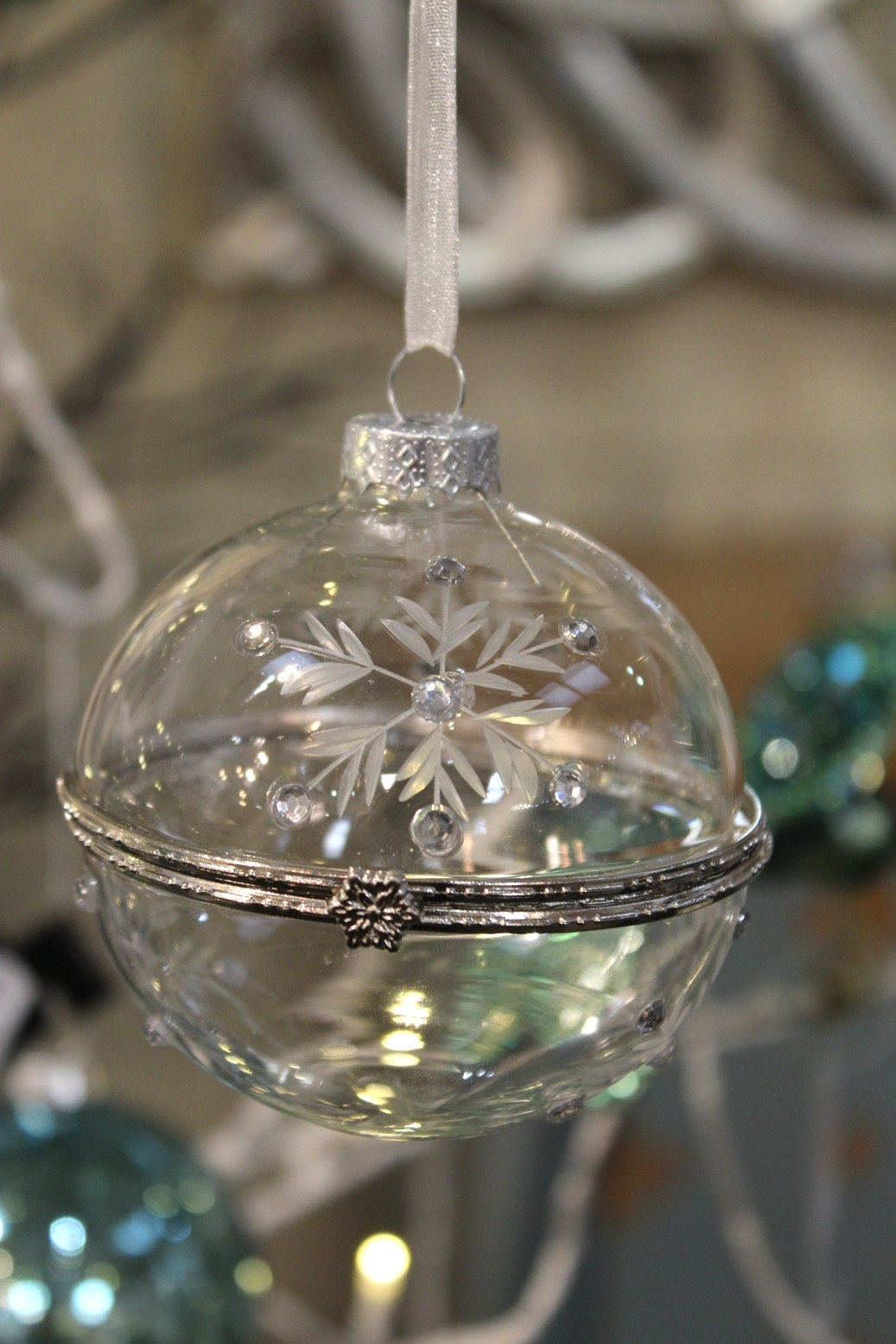 Glass Case Bauble - €5.90