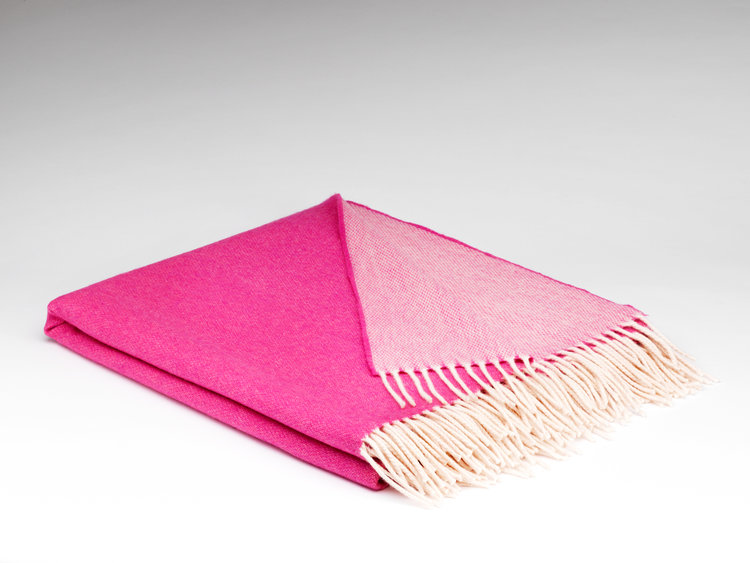 SUPERSOFT RASPBERRY ROSE REVERSIBLE   100% Merino Lambswool : €84.00   200cm x 145cm