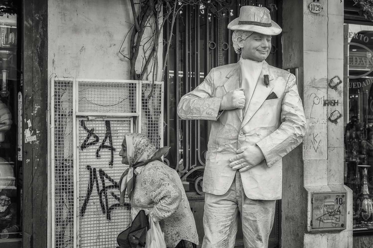 Street Performer and Elderly Lady, La Boca, Buenos Aires, Argent