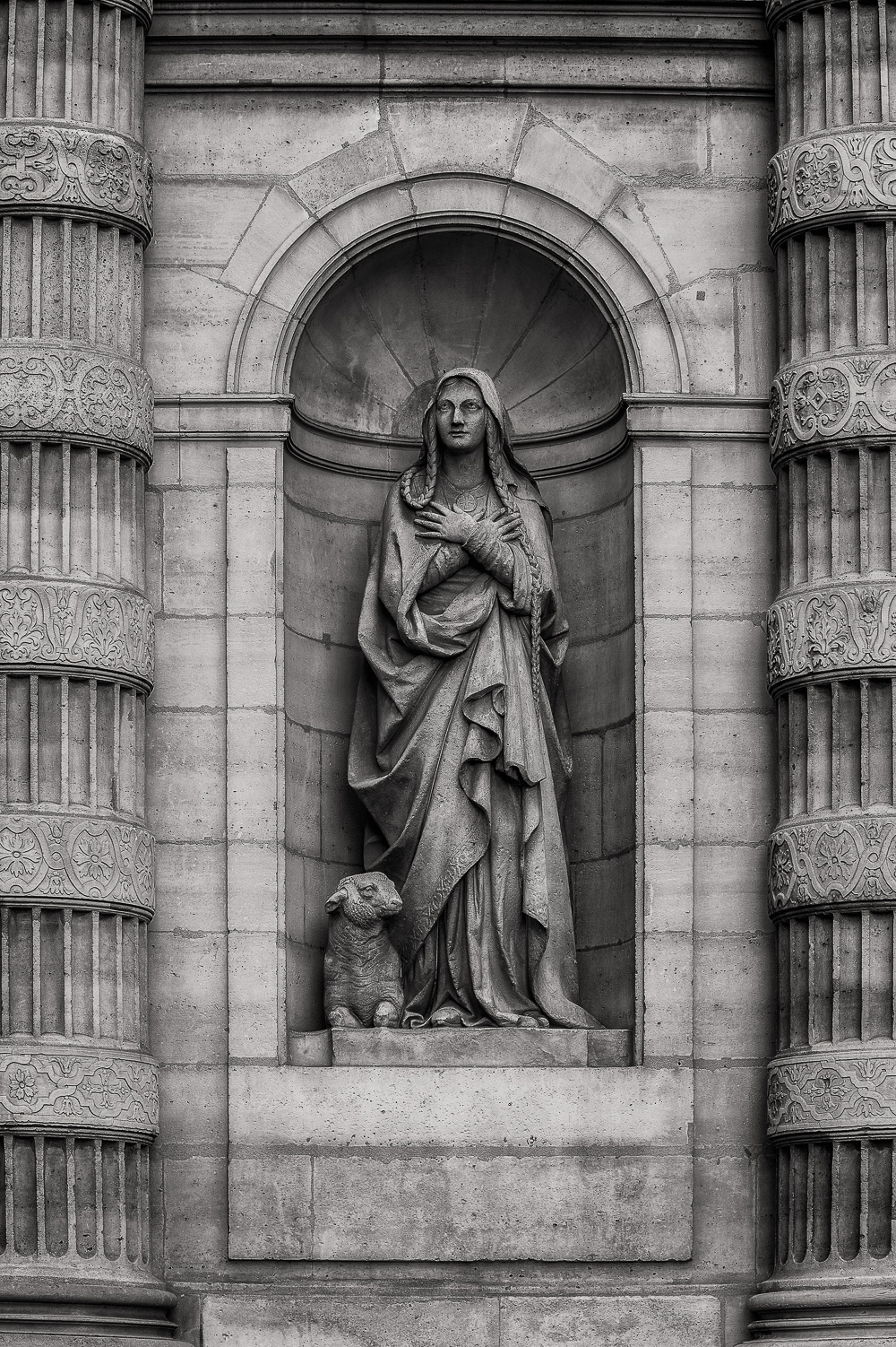 Paris  is a beautiful city full of  history and amazing architecture . Many of the ciiy's grand buildings include delights such as the statue found in this niche.
