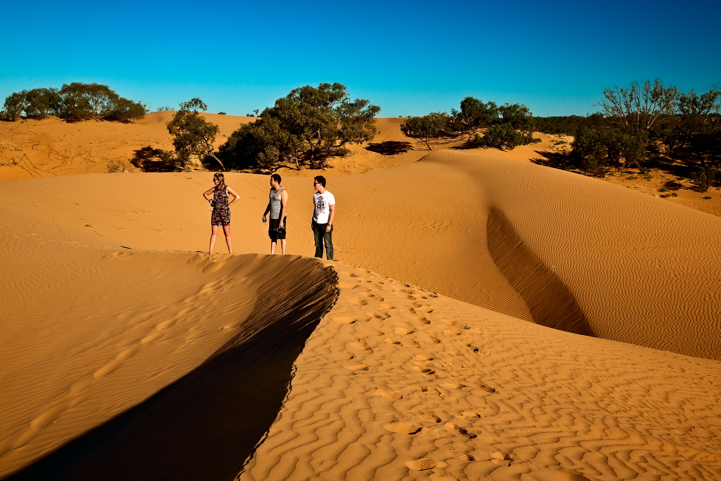 Three Aussie tourists at the    Perry Sandhills    near the town of    Wentworth    in south western NSW,    Australia   .