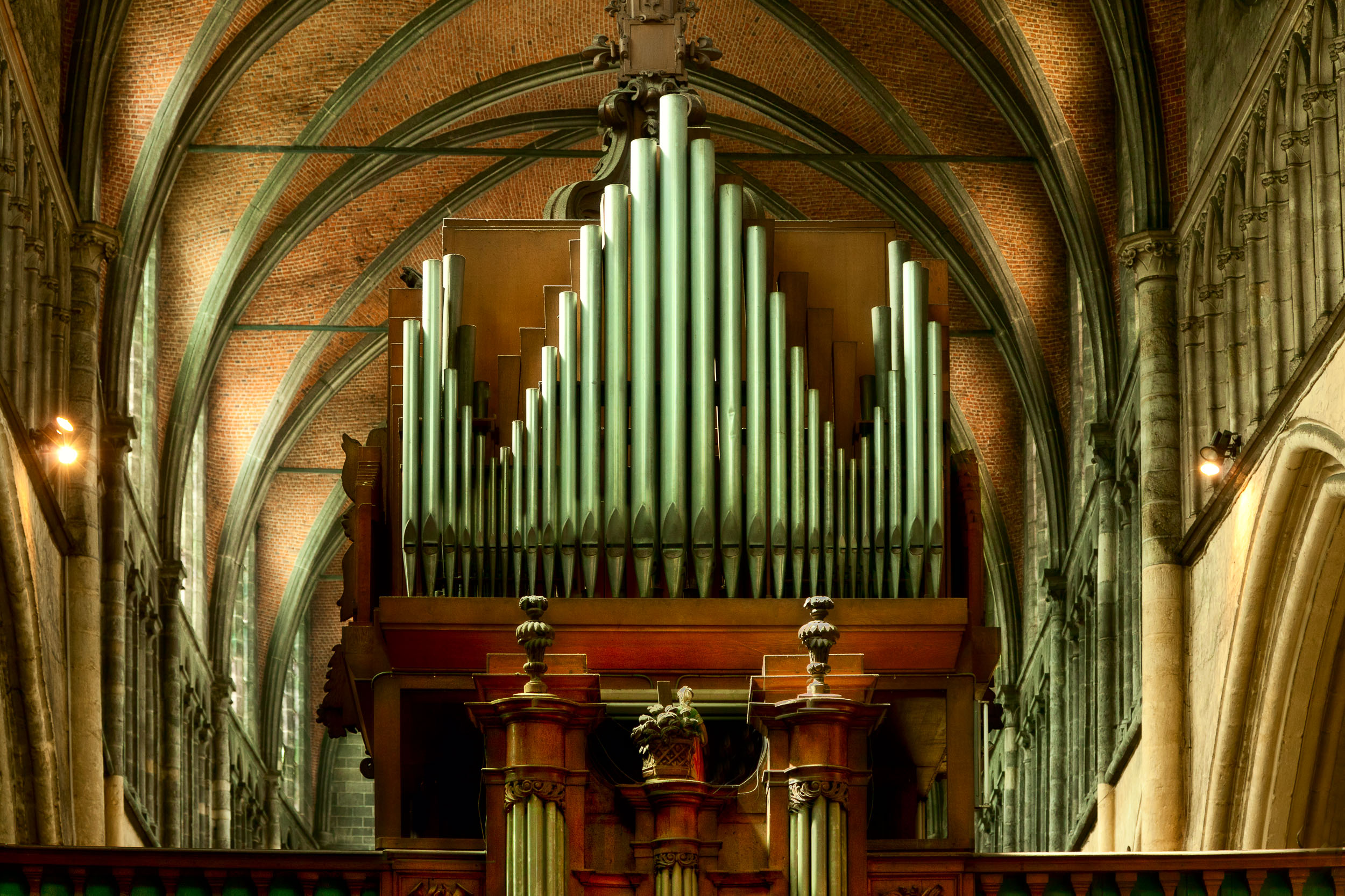 A spectacularly beautiful    church organ    in the    Church Of Our Lady    in    Bruges, Belgium   .