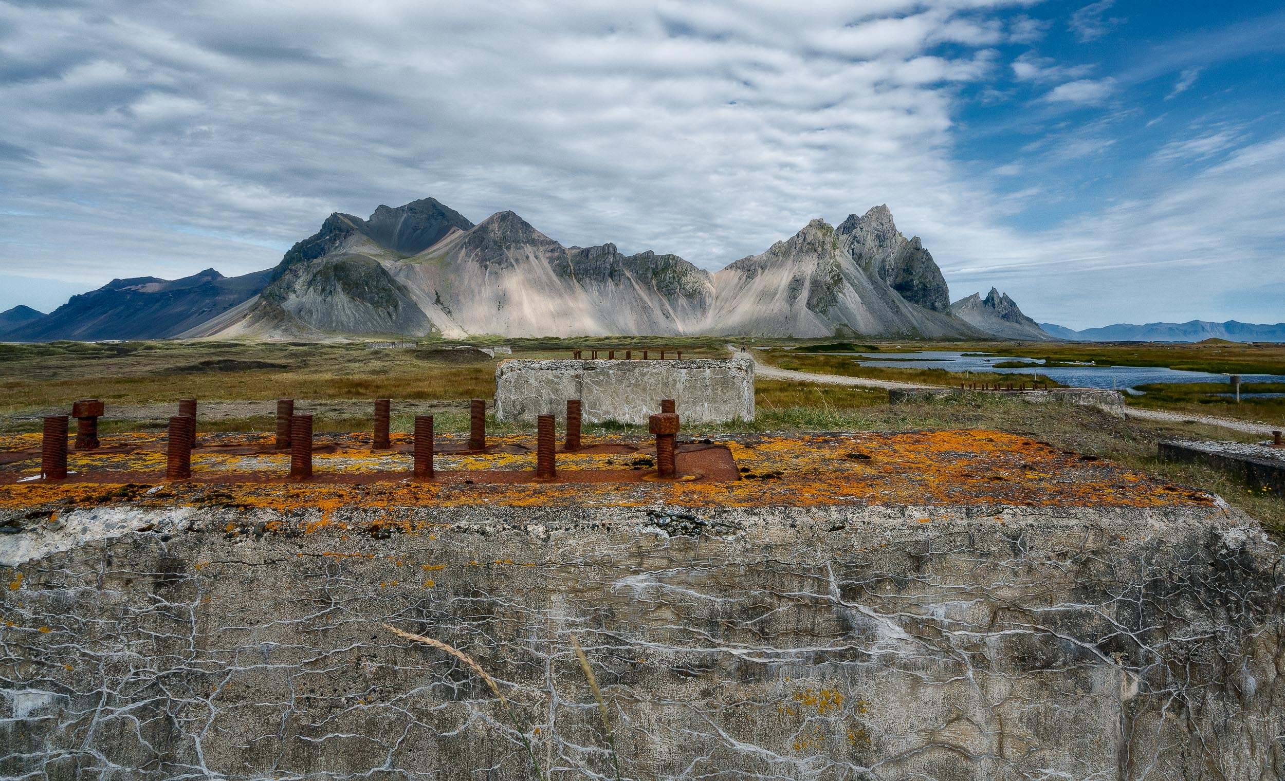 Photographic style    that challenges our    sense of space    in ruins near    Höfn   .