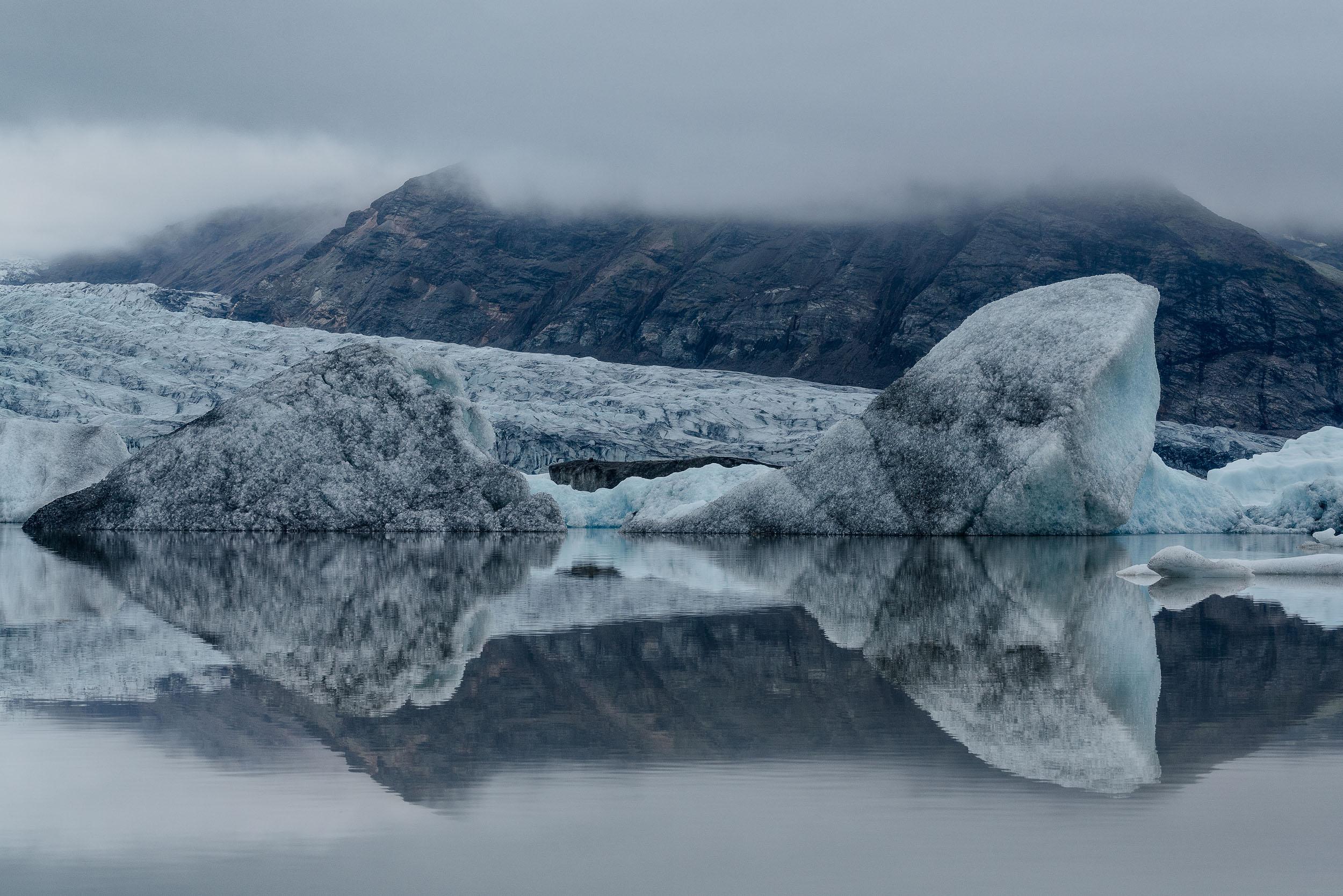 Icebergs    in the    Fjallsárlón Glacier Lagoon    at the Vatnajökull Glacier in    Iceland   .