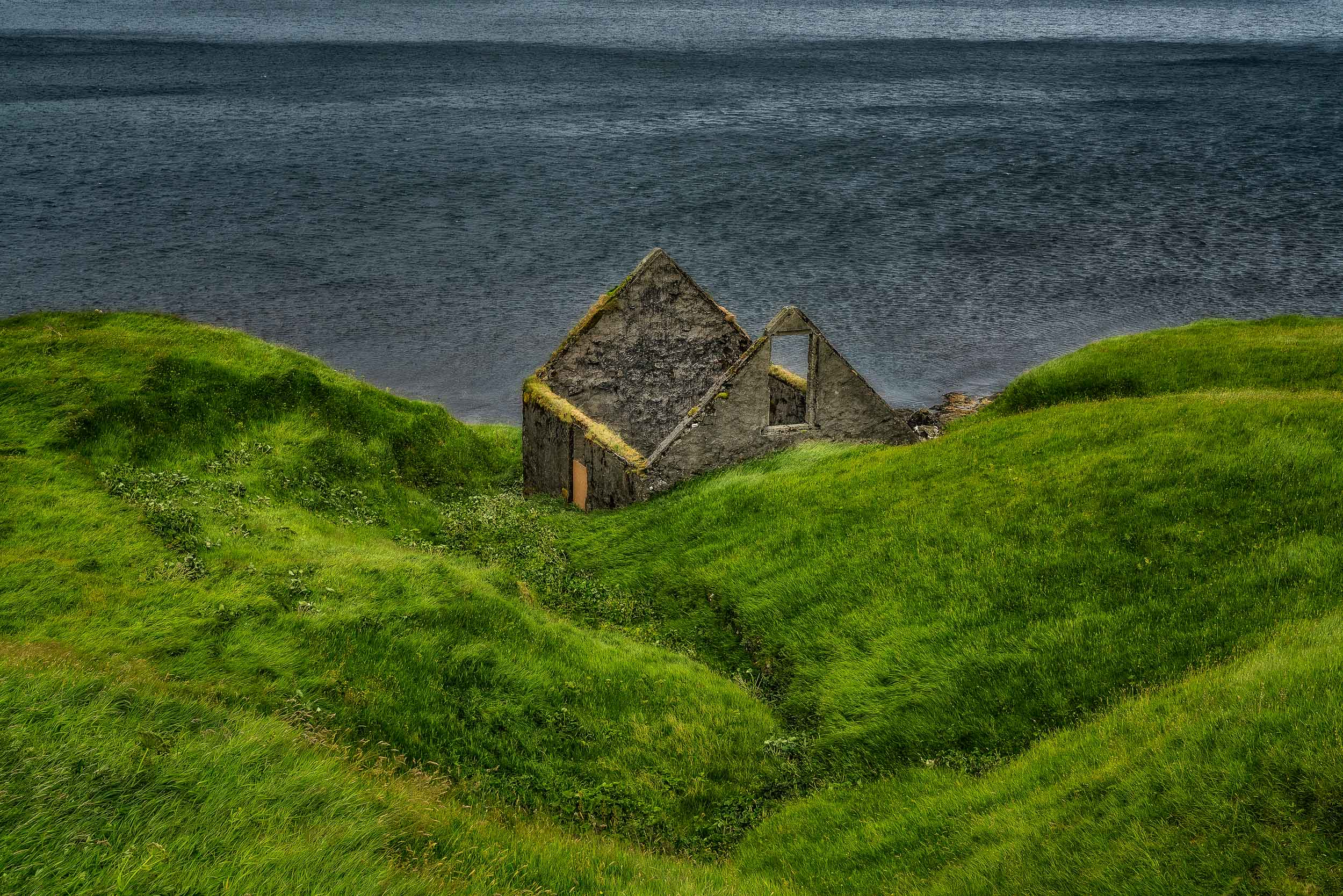 The    ruins of a dwelling    by the shores of the sea on the island of    Eysturoy    in the    Faroe Islands   .