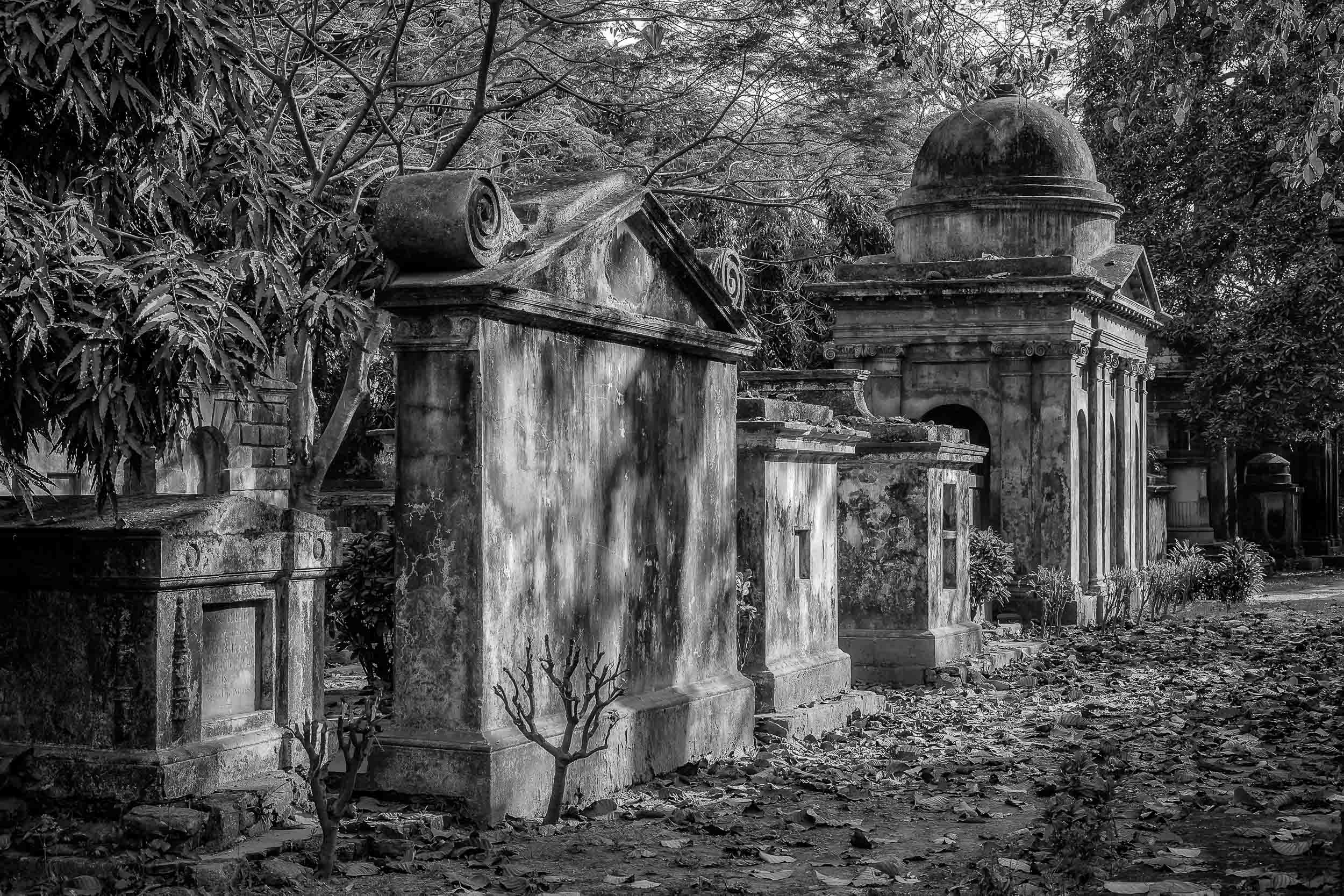 Memories of Empire    are evident in many of the tombs within the    South Park Street Cemetery    in    Kolkata, India   .