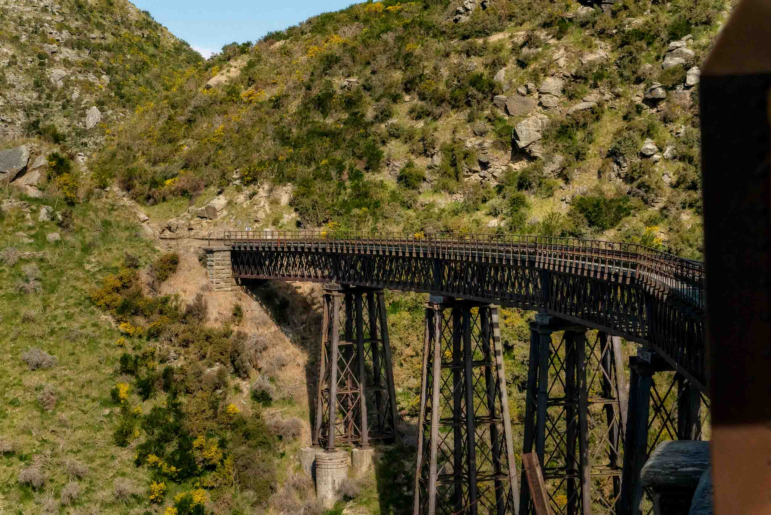 One of several    viaducts    on the spectacular    Taieri Gorge Railway    line out of    Dunedin    in the Otago region of    New Zealand   .