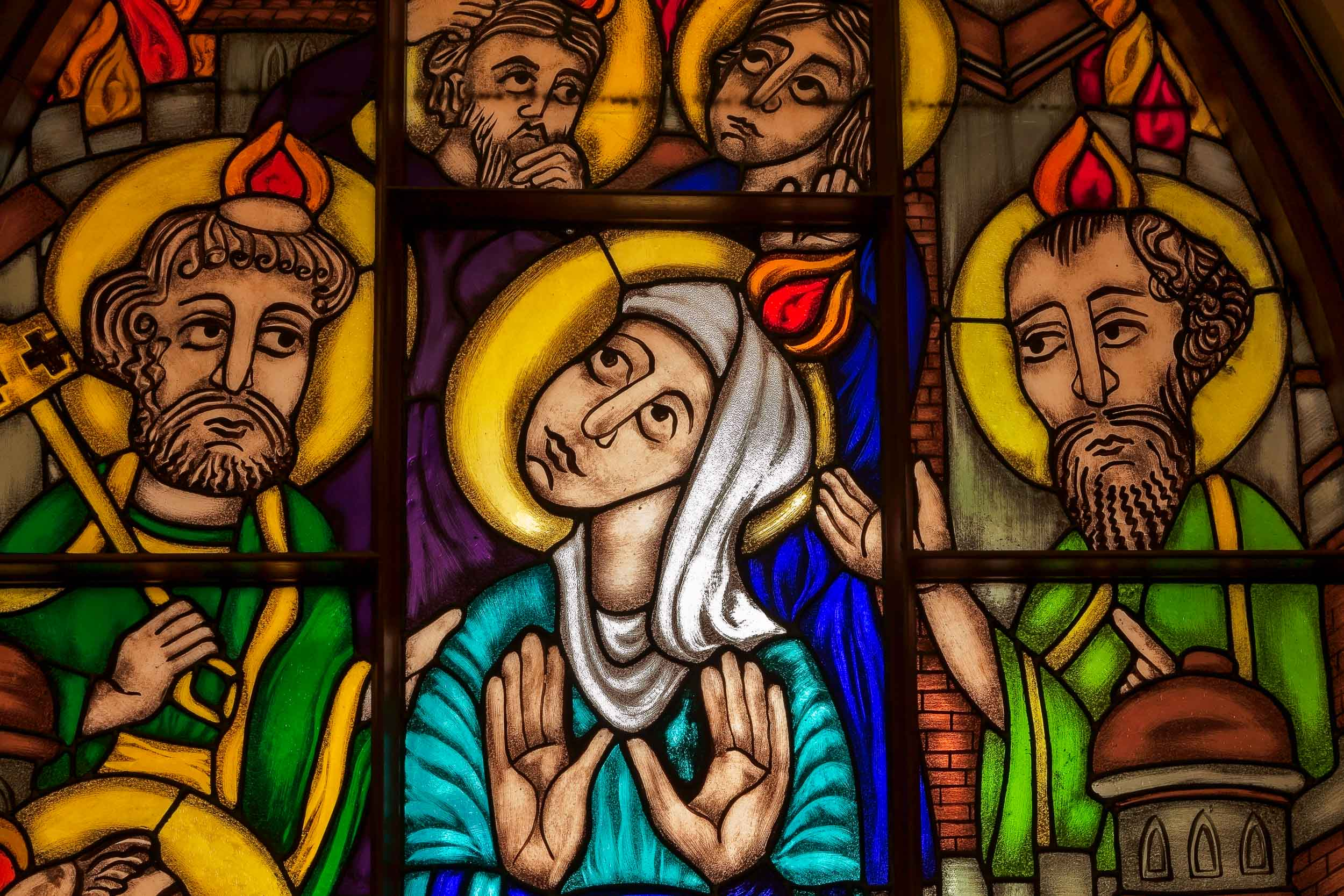 An example of the    spectacular stained glass windows    in    St. Mary's Catholic Church    in    Hamilton, Australia   .