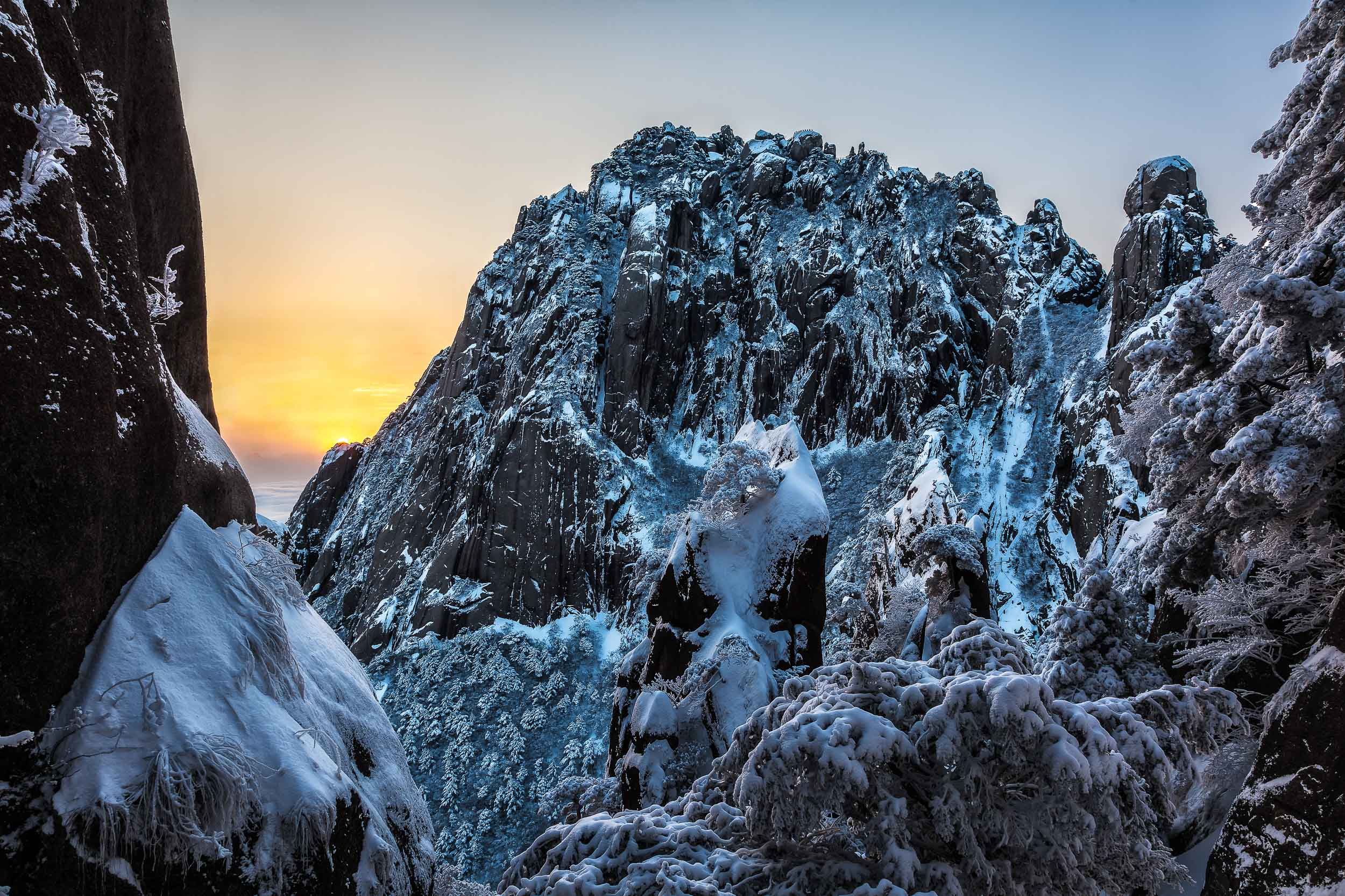 China's    Huangshan    (i.e., Yellow Mountain), is an    eden of beauty   , even in the depths of winter.