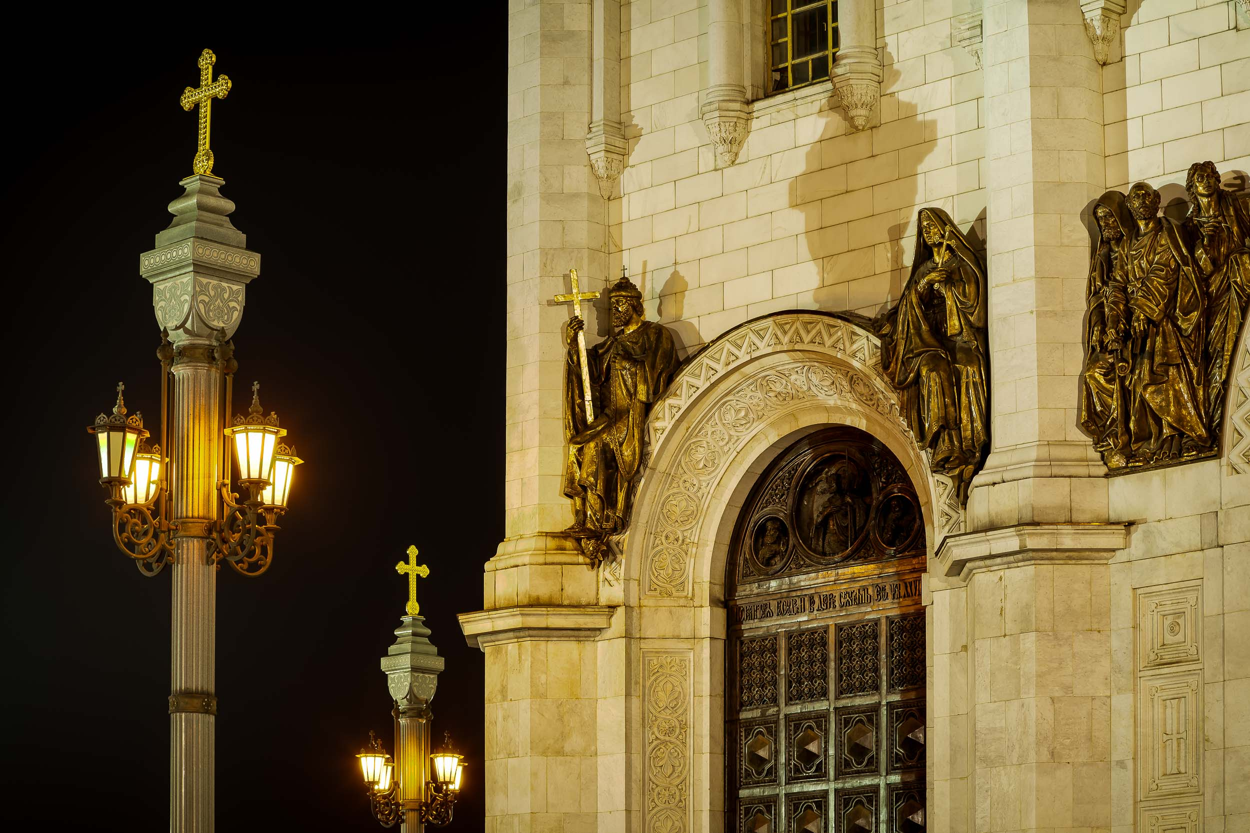 Statues on the outside wall of the spectacular    Cathedral of Christ the Saviour    in    Moscow, Russia   .