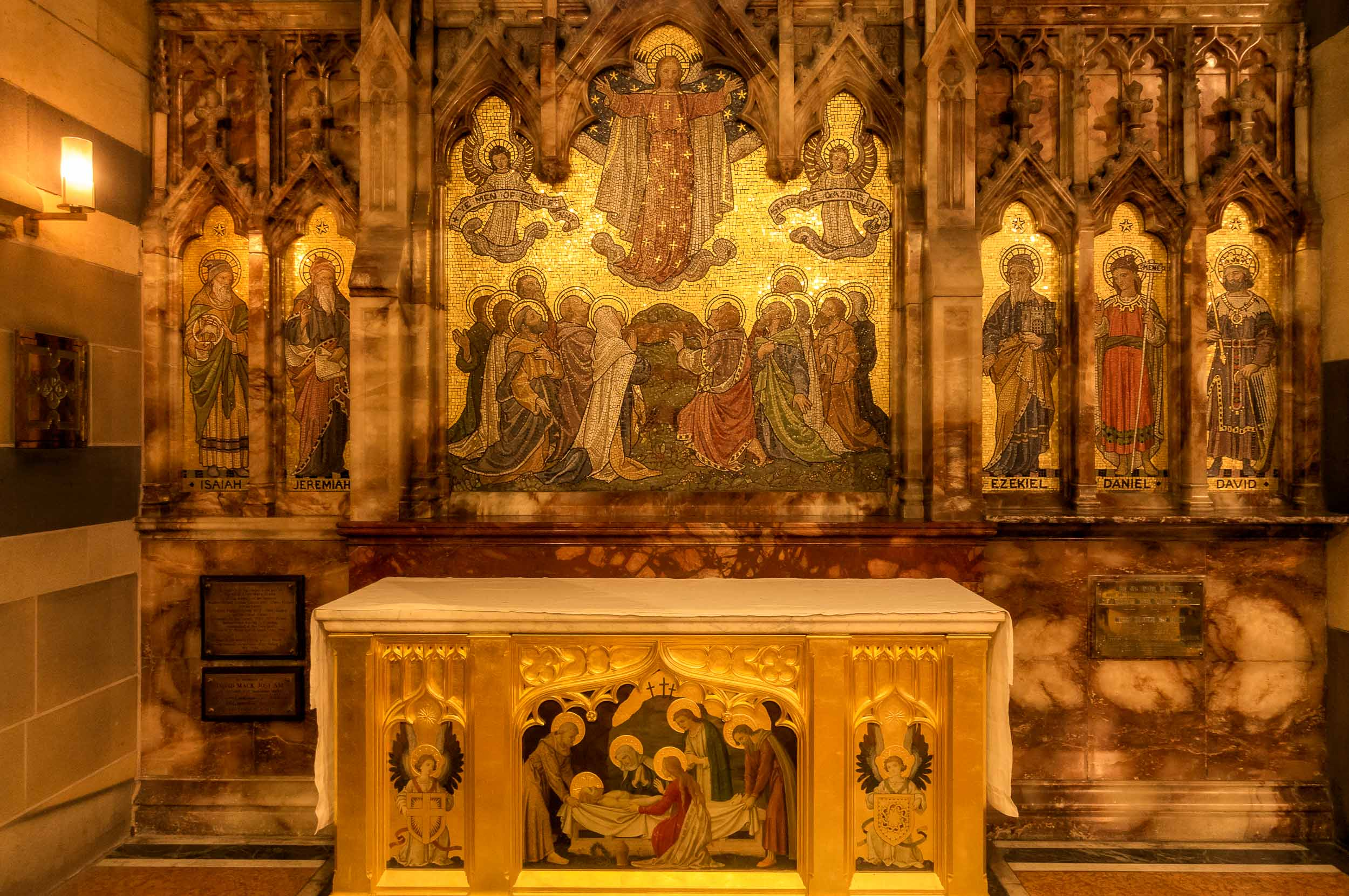 Gold and earthy red colors dominant this scene of an    altar    in    St. Paul's Cathedral    in    Melbourne   , Australia.