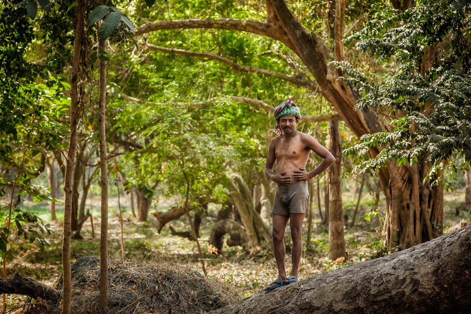 I photographed this    worker    in the grounds of the lovely    Botanical Gardens    in    Kolkata, India   . The    environmental portrait    is a wonderful way to tell a story in a single image.