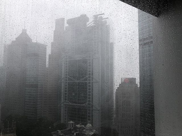 Same view a few short days later, and NO it's not a B&W shot. Sideways rain and massive winds but so far so good. The peak of the storm is meant to be starting right now. 😐 #hongkong #typhoon #supertyphoon #typhoonmangkhut #themurrayhk #bornpacked #storm