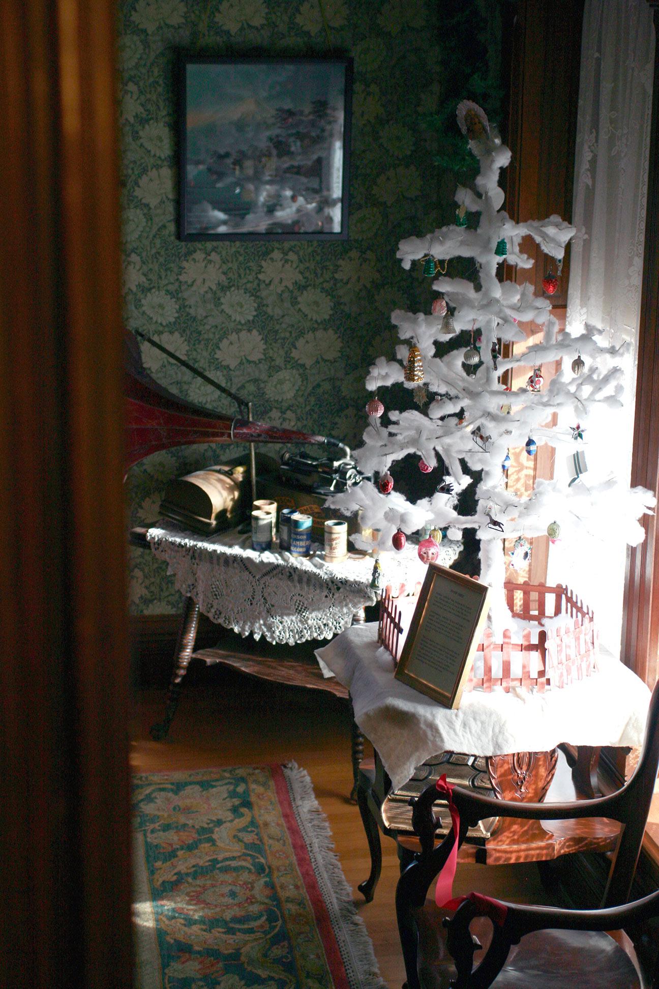 snow christmas tree.jpg