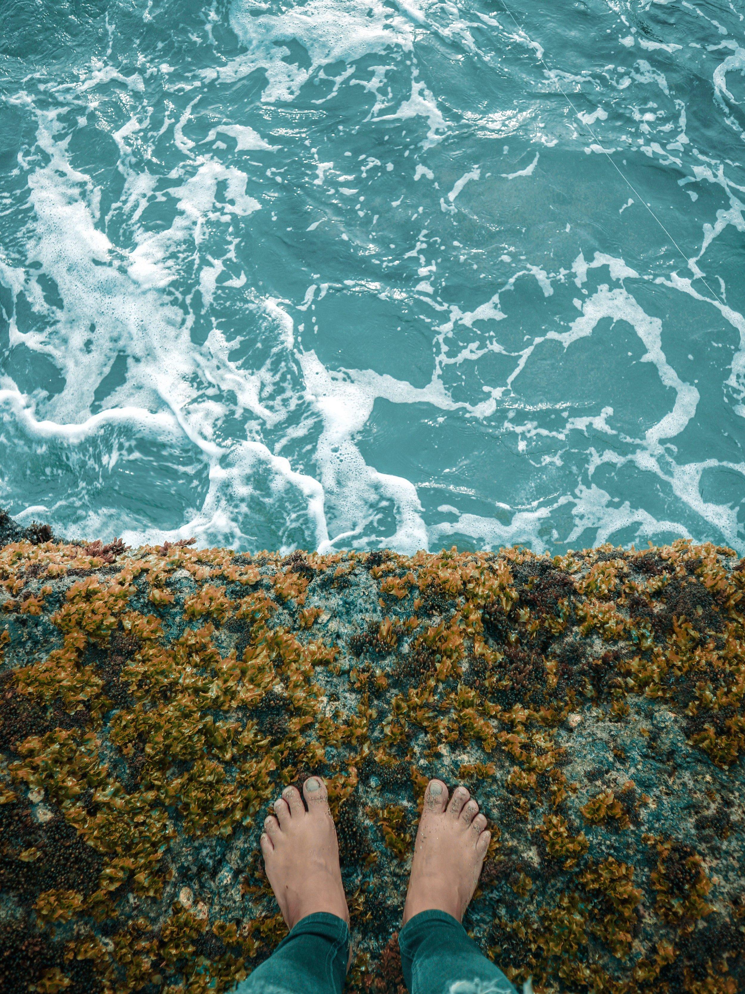 Daylight Feet. By RJ Prabualone. Pexel.com.