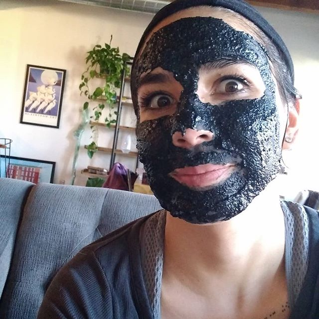 Tough day back from vacation? Mix some burnt sticks with some seed powder and put it on your face. I promise you'll feel better.  Apples, oats, and cinnamon facemask by moi. DM me for the recipe.  #treatyoself #diyskincare #mondaze #acnetreatment #selfcare #selflove #goofy #activatedcharcoal #ohdisournewhouse #newhousewhodis