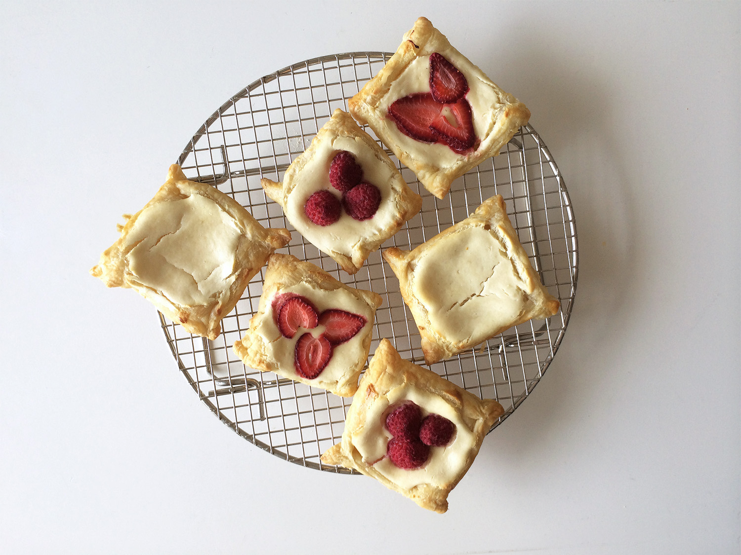 Square Pastries Round Rack
