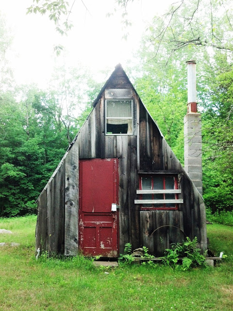 A DIY cabin to inspire you and your imagination (from relaxshacks.com).