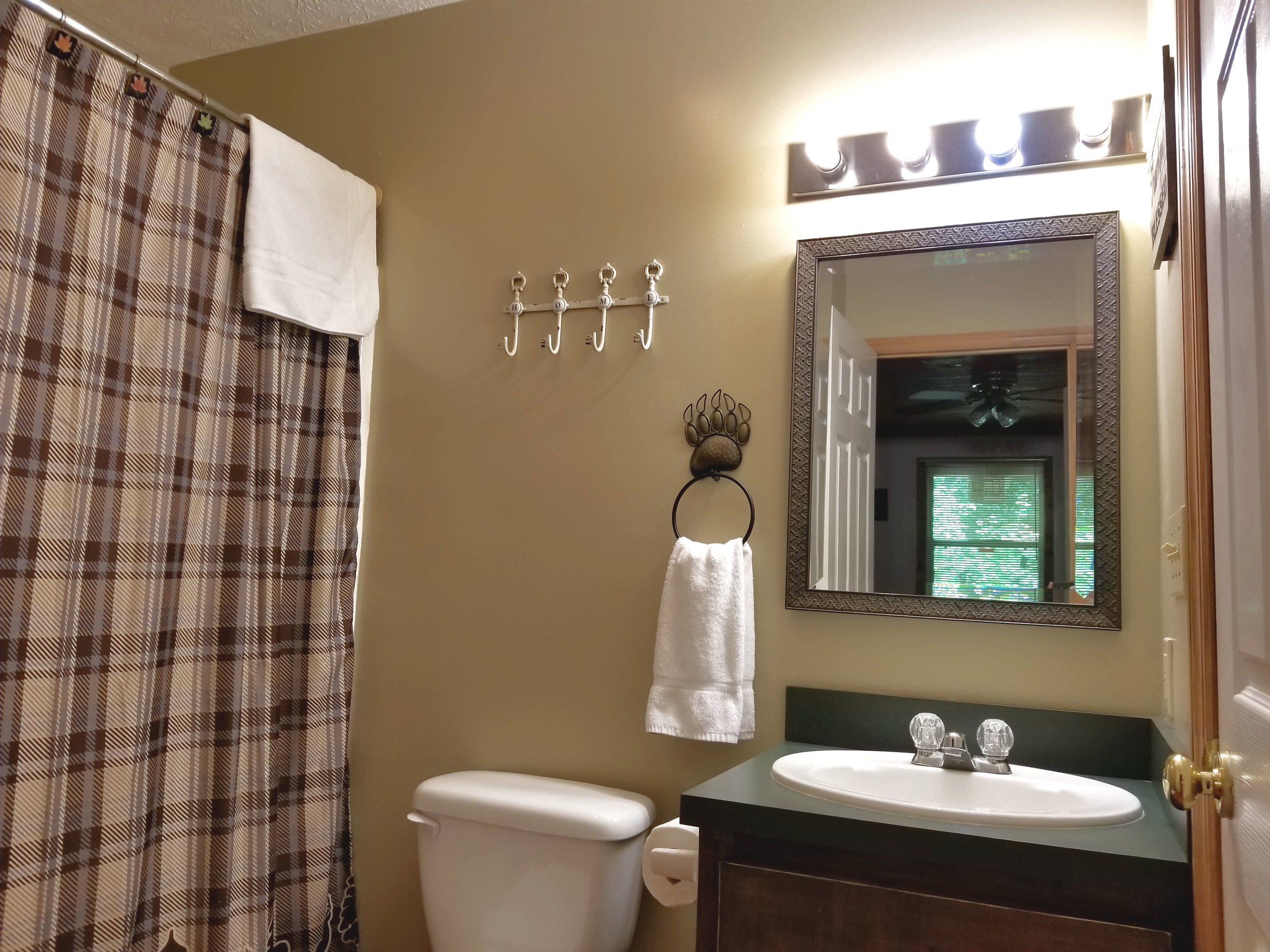 bathroom 1a.jpg