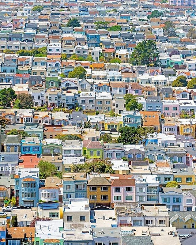 "🎶 ""Little boxes on the hillside - there's a pink one & a green one & a blue one & a yellow one."" 🎶 #malvinareynolds 📸: @the415guy ⠀ #SanFrancisco #SFarchitecture  #Sanfran #onlyinsf  #citylife #thecity #bayarea #sunsetdistrict #thesunset"