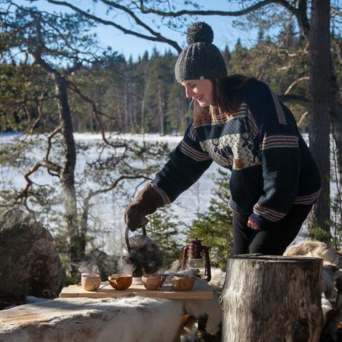 Tilaisuus kansainvälisille delegaatioille ja yritysvieraille - Sienestystä, tarinointia nuotion ääressä, saunomista ja pulahdus omaan järveemme? Upea illallinen kauniissa hirsituvassamme sävähdyttää aina.