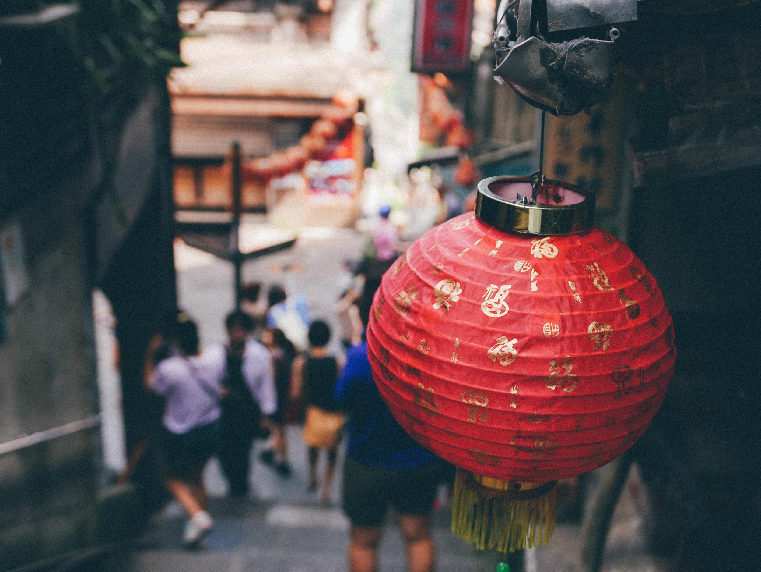 Beautiful lanterns in Jiu Fen Old Street | blossomlink.me by @0oyukao0