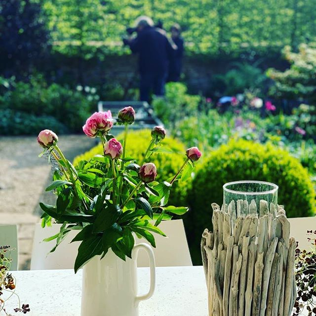 GARDEN DESIGN || very proud to share that yesterday one of my garden designs in Oxfordshire was filmed by Alan Titchmarsh and will be featured in an eposide of 'Love Your Garden' on ITV. - It was so lovely to spend the day onsite with Alan and his crew. - Swipe left to see the photos of the garden, Alan in action and the obligatory photo of me with Alan. - Susan 💚 - #loveyourgarden #alantitchmarsh #itv