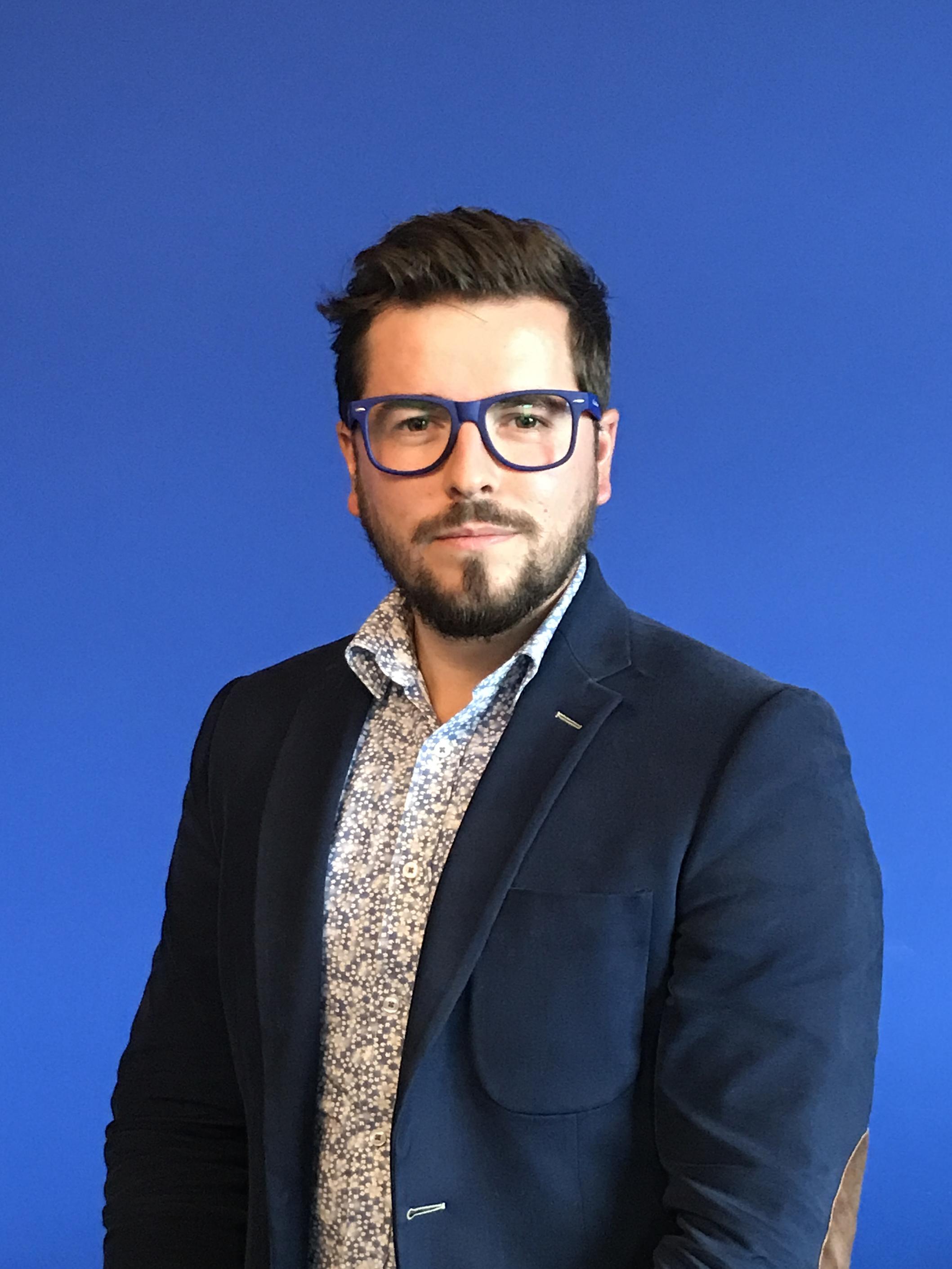 Emmanuel Mangatia |Dirigeant & Directeur de Création