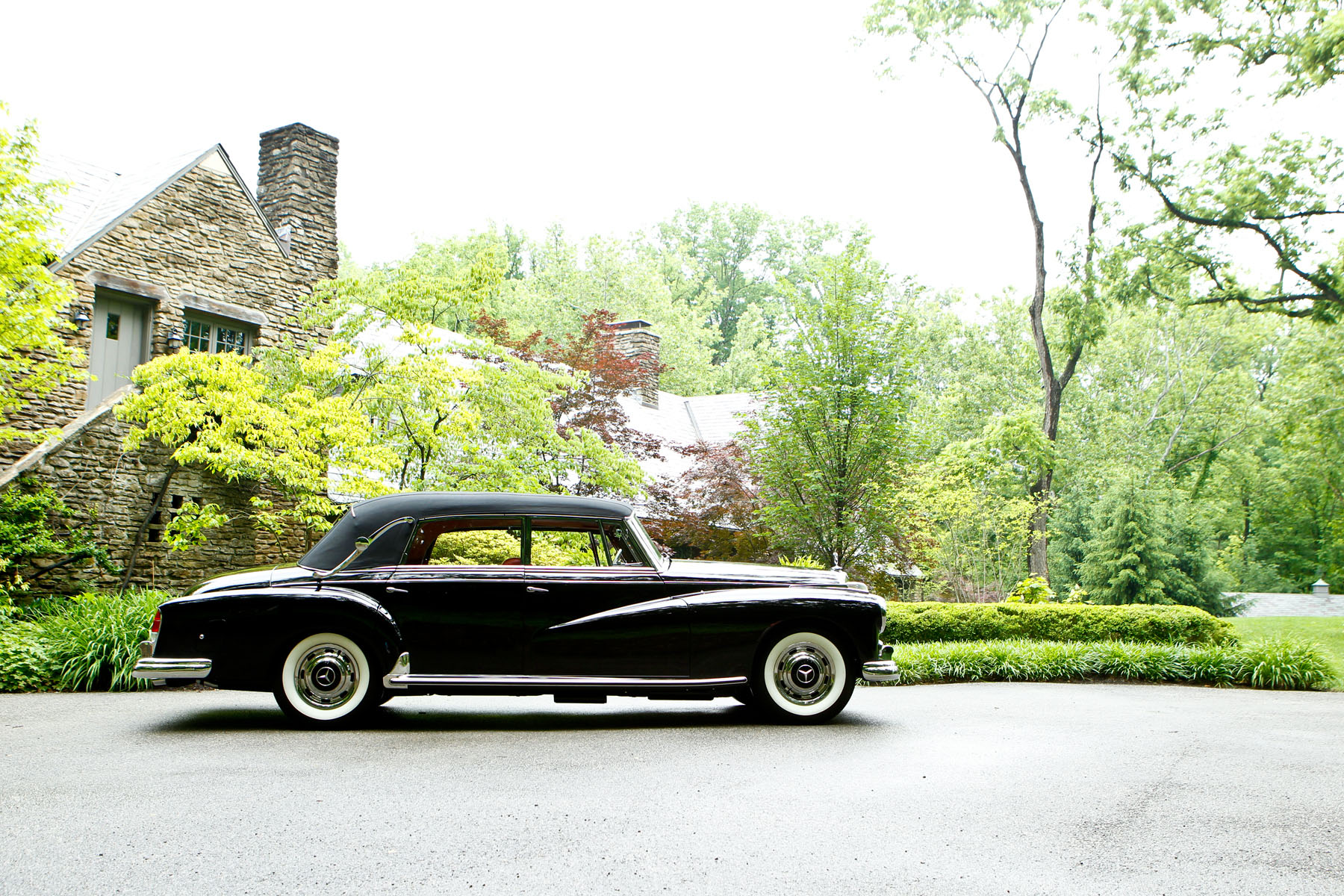 """Continuing Mercedes' long lineage of """"Dropping Lines"""": 1961 Mercedes-Benz 300 D Adenauer Cabriolet (image courtesy of Gooding and Company)"""