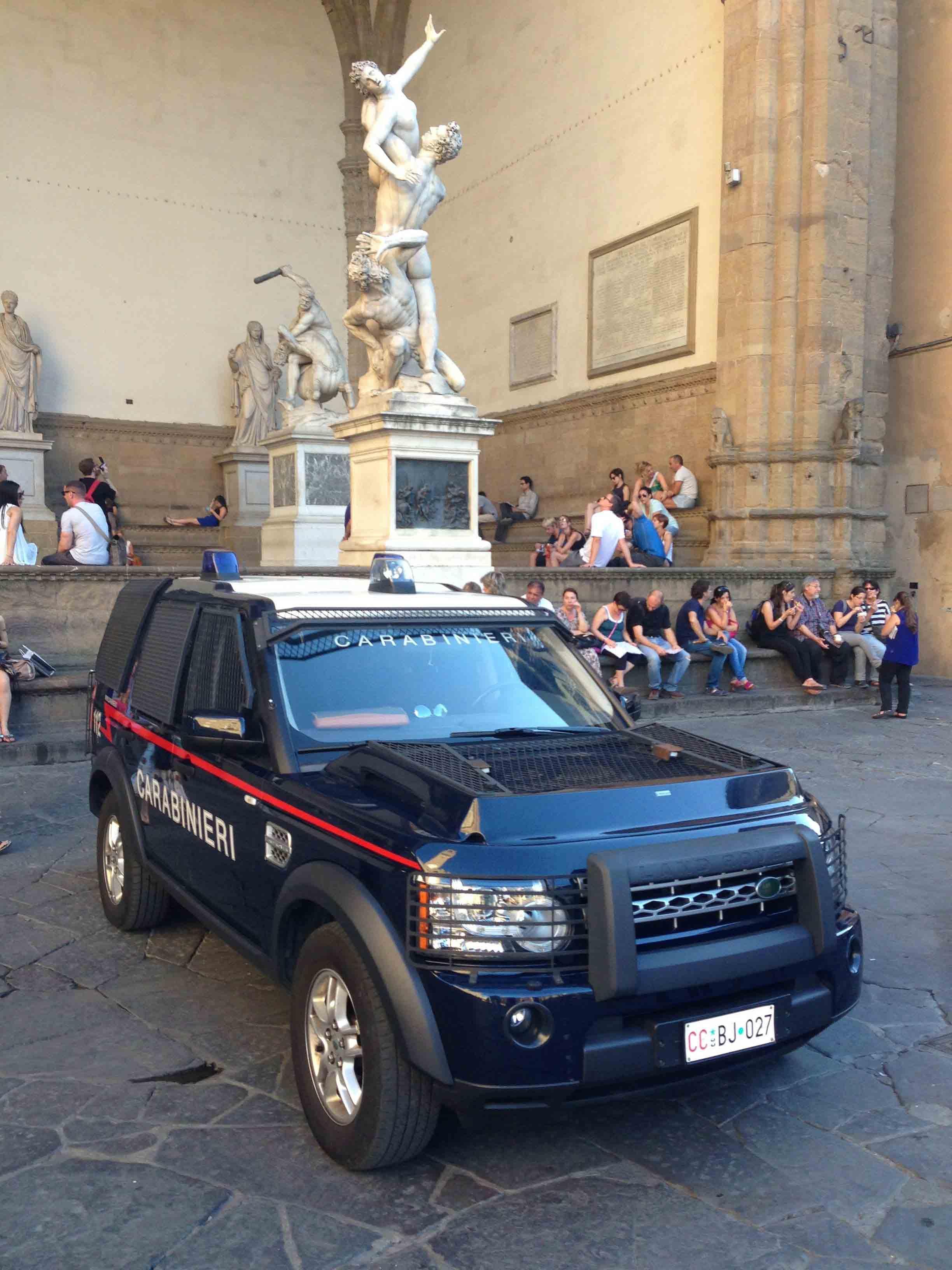 Land Rover Discovery in Piazza della Signoria, Florence, Italy