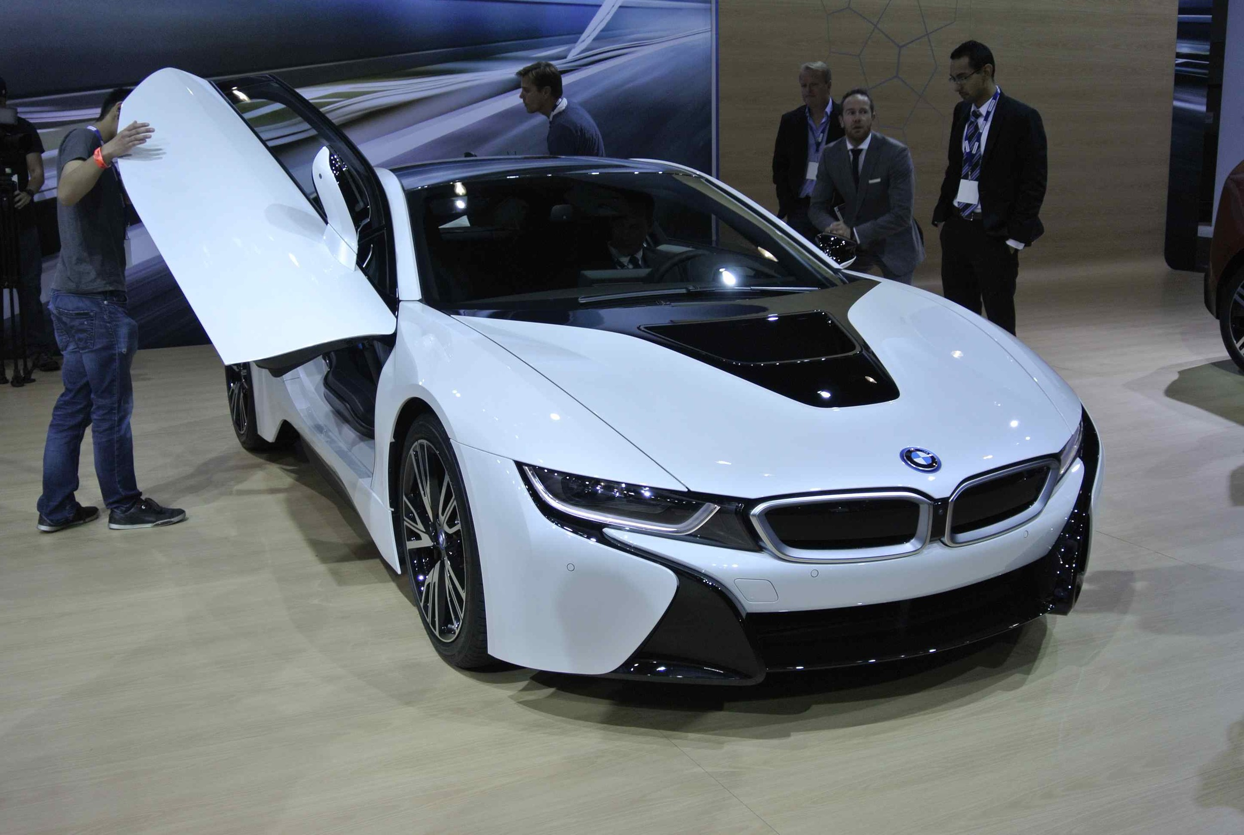 BMWi8LDoorUP1.jpg