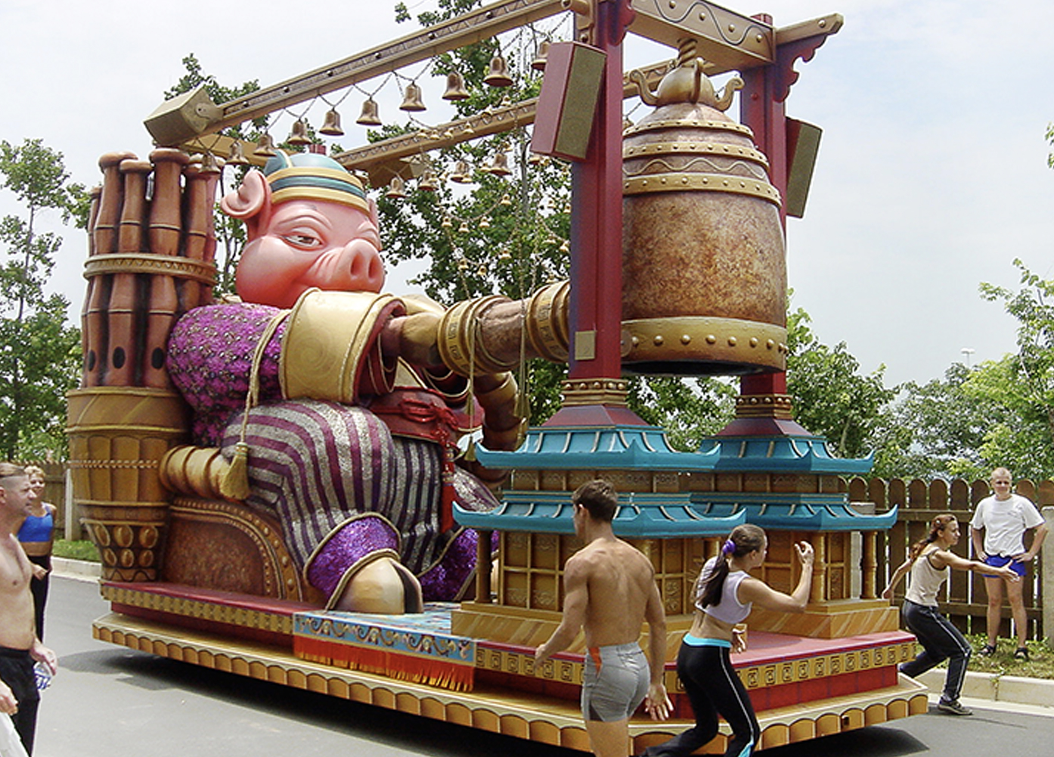 themed float-lotte world 6.jpg