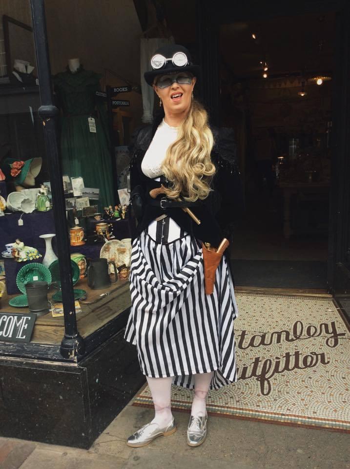 Glamorous steampunk lady