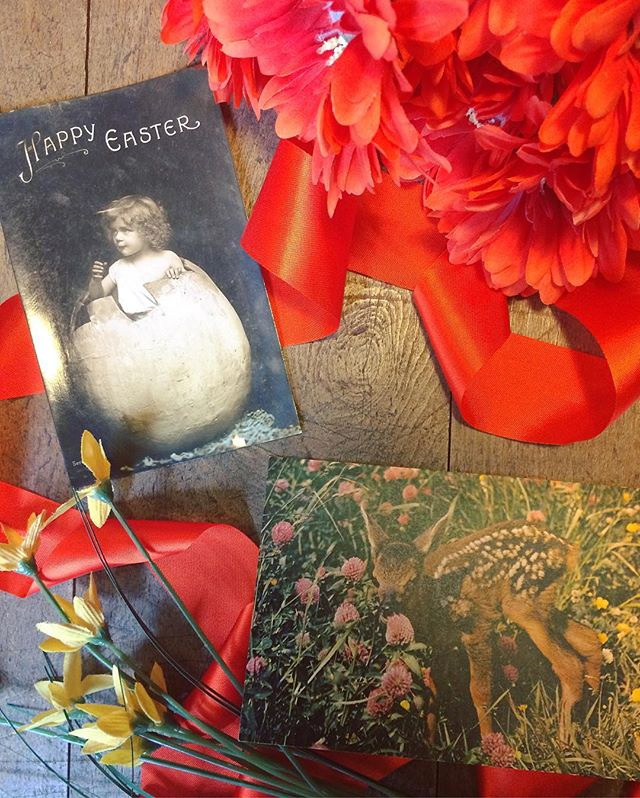 🌷🐥 Easter is upon us! Get in the spirit with our wide selection of vintage Easter postcards - both in store and on our eBay store! 🐥🌷