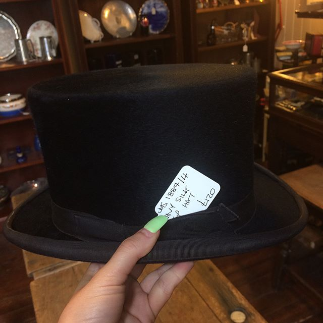 Feeling costume envy? We've just had in four beautiful top hats 🎩 for anyone still looking for a finishing touch!