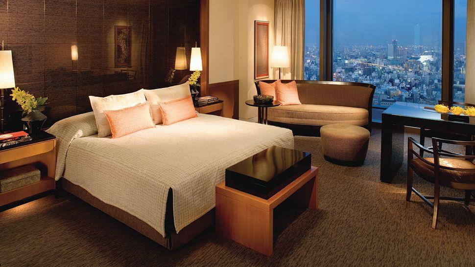 002867-01-deluxe-bedroom-city-view.jpg