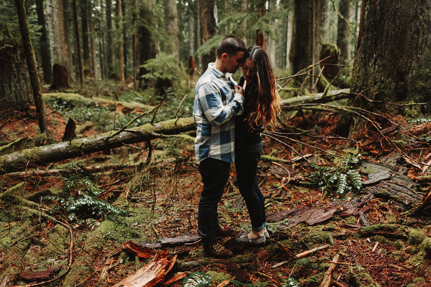 portland oregon forest couple