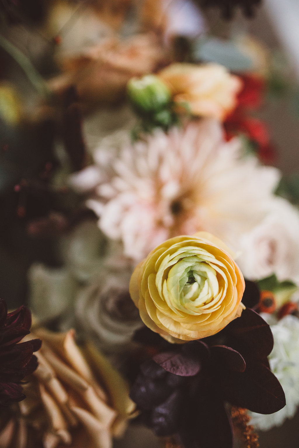 fall wedding flowers ranunculus and dahlia