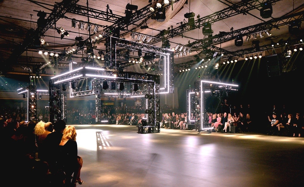 Saint-Laurent-Hollywood-Aspect- Lighting-5.jpg