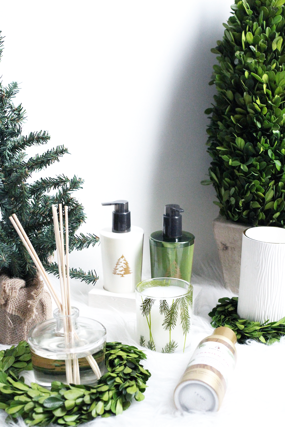 Thymes Holiday Review, Decorating for the Holidays
