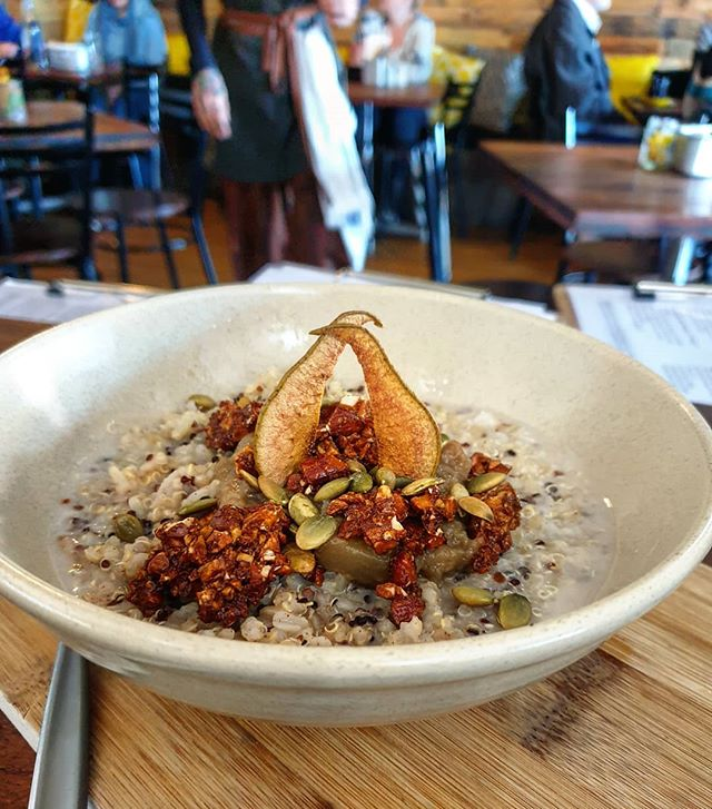 Warming up with our vegan brown rice and quinoa porridge topped with pear compote, maple glazed almonds, pepita seeds and pear chips