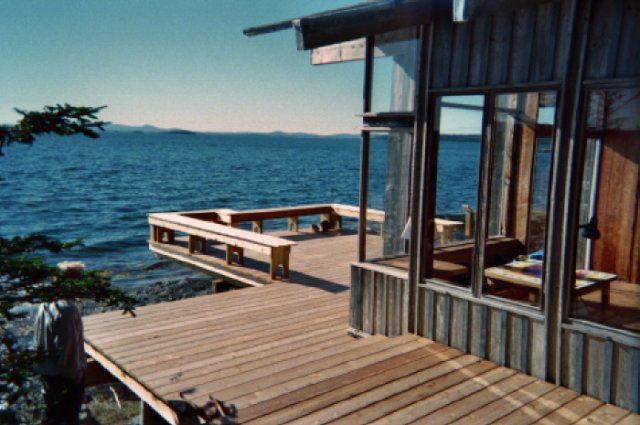 A custom re-creation cantilevered deck