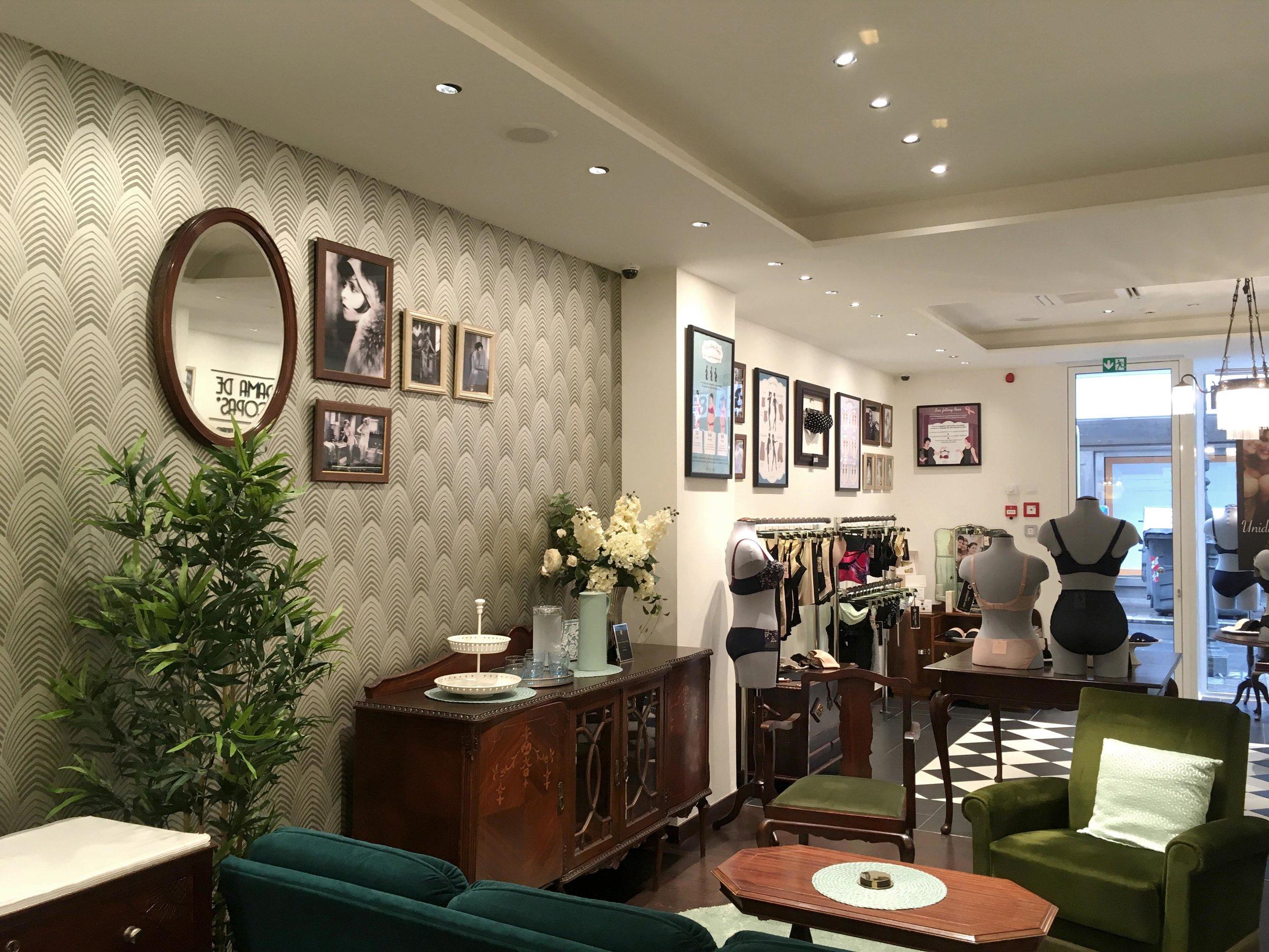 interior brand design madrid Dama de Copas Lingerie and bra fitting