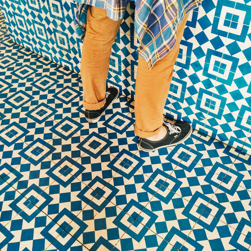 I mean : pattern and blue,  what else  ?   Via  Old Brand New