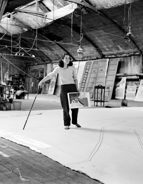 [[  Françoise Gilot shot in her atelier in 1953 (AFP), via  Tomboy Style /// Françoise Gilot photographiée dans son atelier en 1953 (AFP), via  Tomboy Style ]]