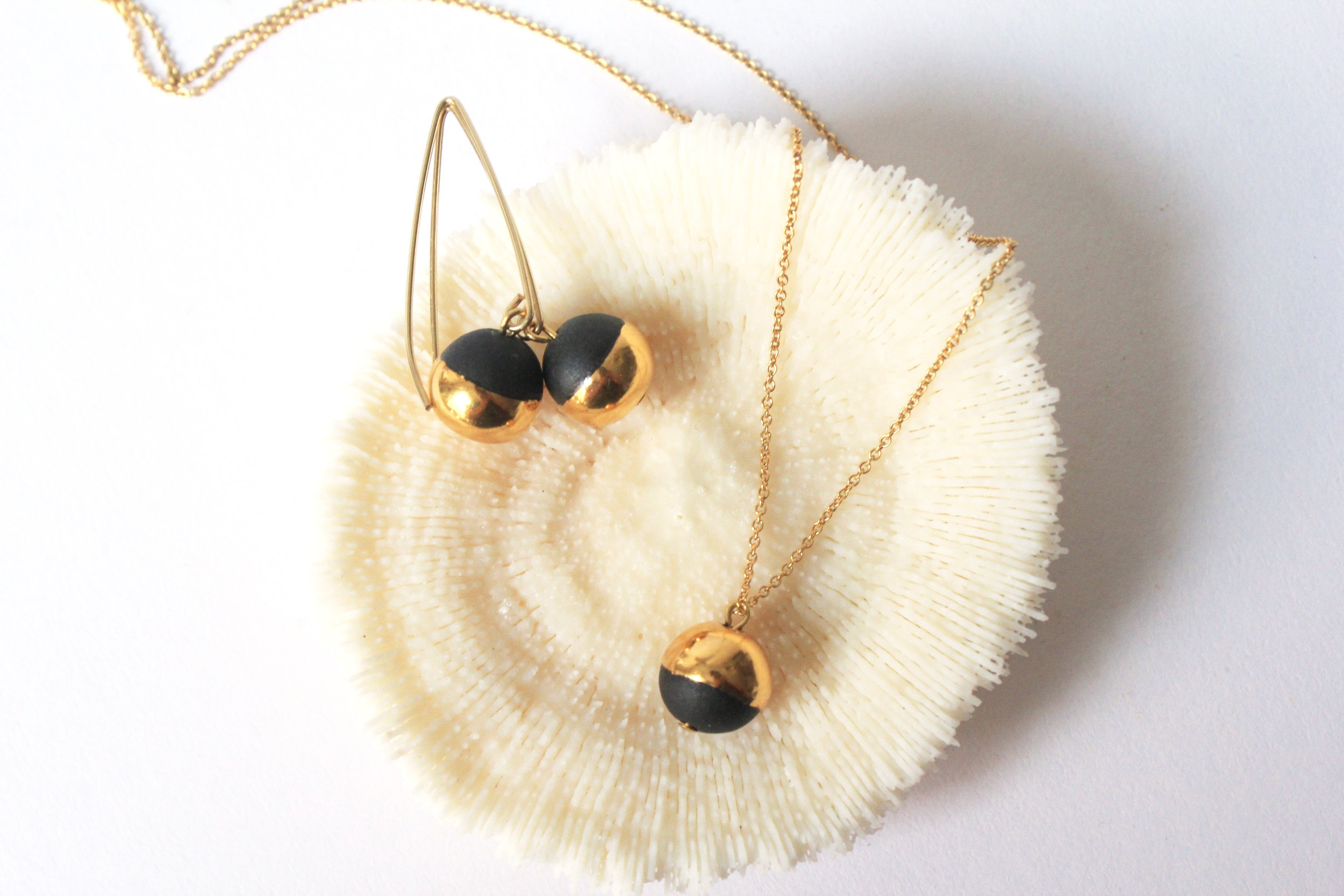Gold Dipped Pearl Black Collection