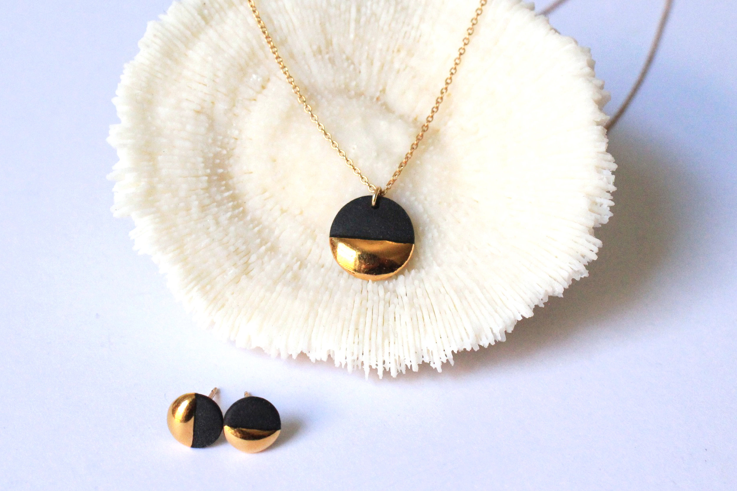 Gold Dipped Flat Circle Black Collection
