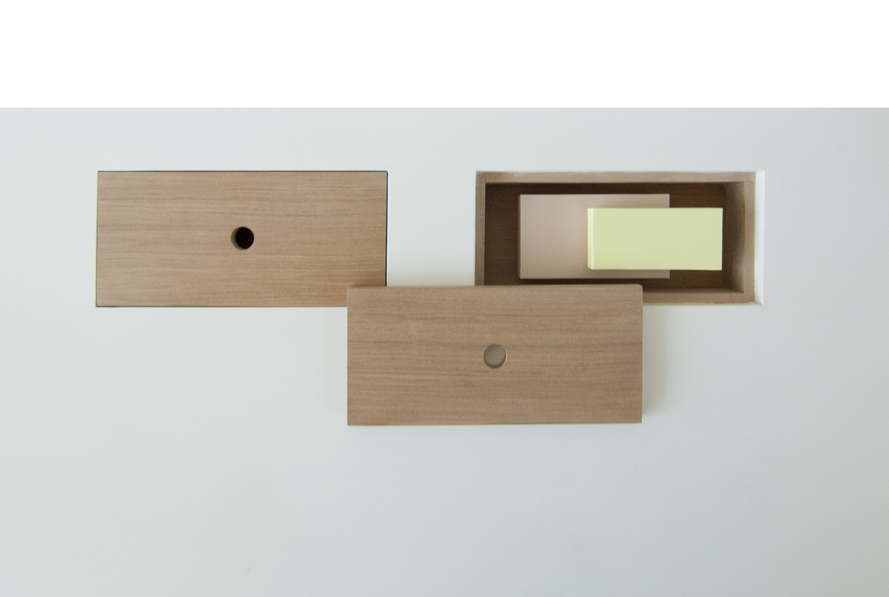 Cajoncitos flotantes ocultos en madera al natural.  15cms W x 35cms L x 10cms H