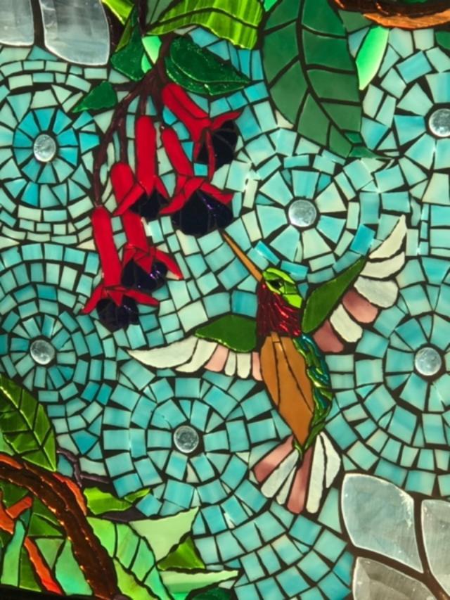 hummingbirdandredflowersglassartpic.jpg
