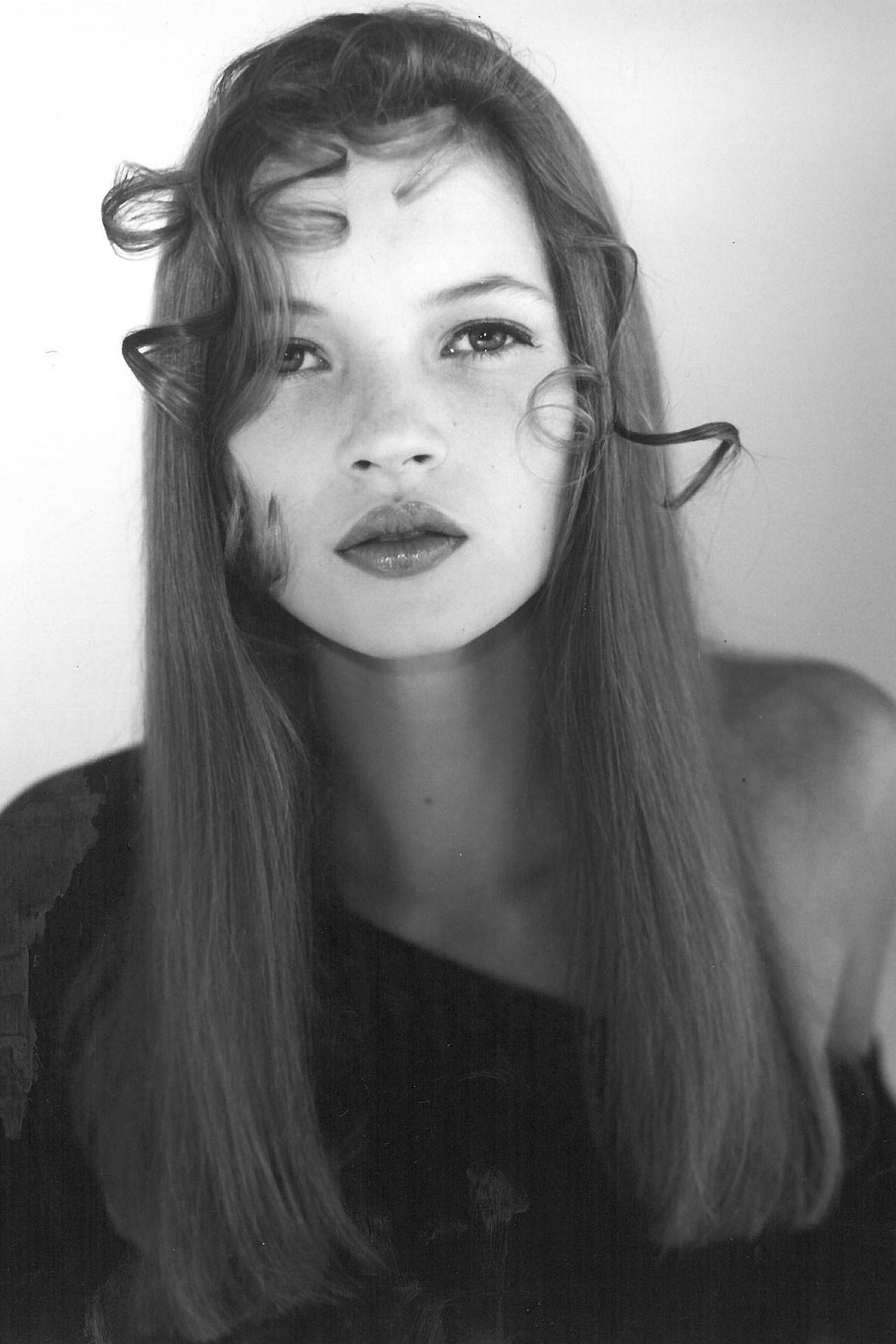 Kate-Moss-Molton-Brown01-Vogue-17Apr13-PR_b.jpg